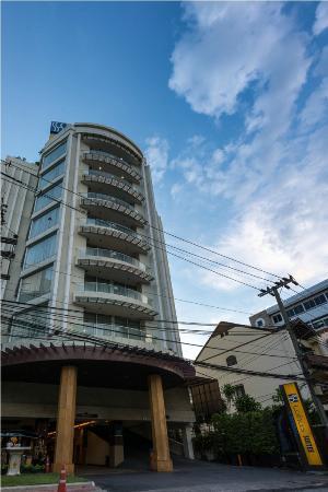 Lohas Residences Sukhumvit: Hotel Building