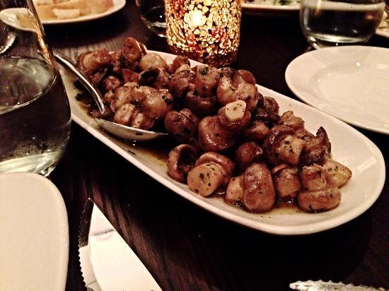Phil Stefani's 437 Rush: The mountain of sautéed mushrooms !!