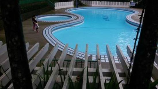 Hinulugang Taktak : Pool Area