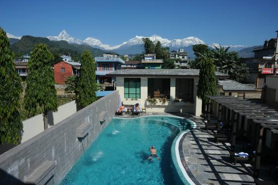 Atithi Resort & Spa : View of the Pool and Mountain