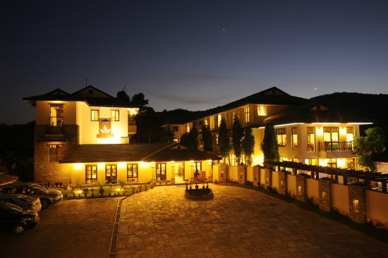 Atithi Resort & Spa : View in the evening