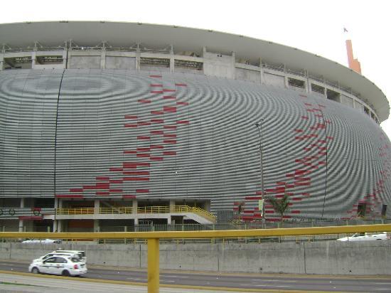 Foto de estadio nacional del peru lima fachada externa for Puerta 9 del estadio nacional de lima