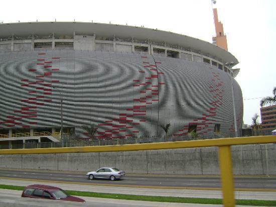 En el estadio nacional picture of estadio nacional del for Puerta 9 del estadio nacional de lima