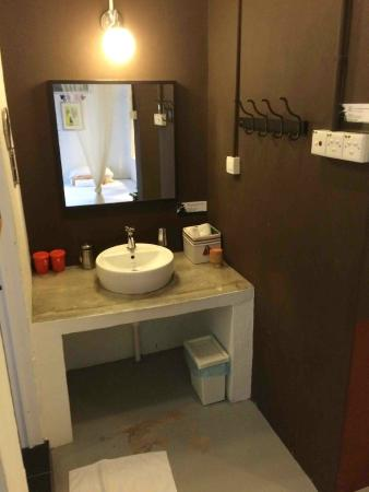 Mango Tree Place - Townhouse 1934: Common wash area - inroom