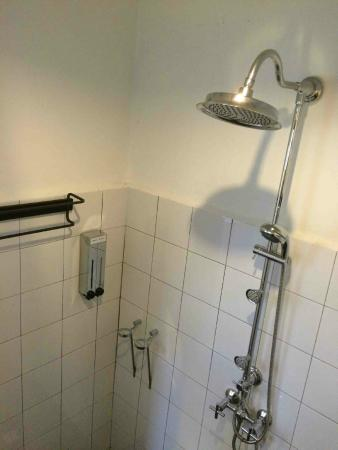 Mango Tree Place - Townhouse 1934: bathroom...