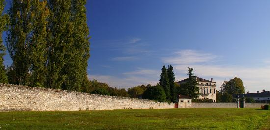 Porcia, Italy: Villa Correr vista dalla strada.