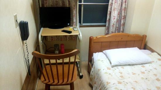 Business Hotel Kankokukan: 部屋