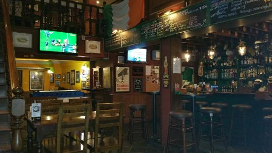 Paddy's Palms Irish Pub: Inside the pub