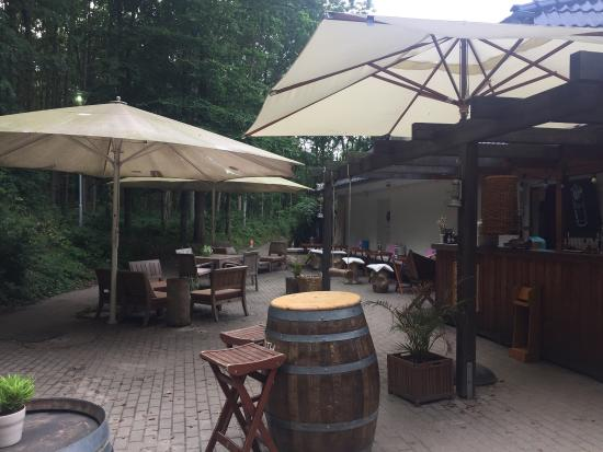 Deck Reastaurant, Bar & Beach Club: Lounge mit Strandambiente