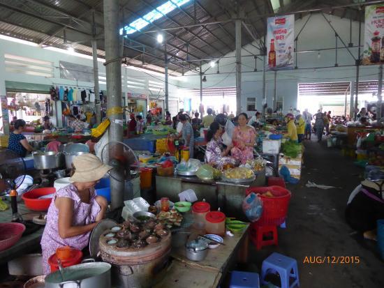 Chợ Hàm Tiến