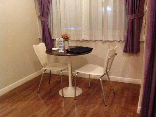 Baiyoke Ciao: โต๊ะนั่งเล่น