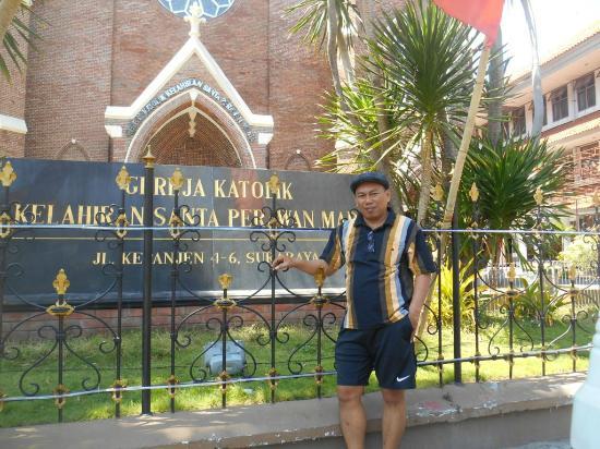 Narsis Di Depan Gereja Foto Gereja Santa Perawan Maria Surabaya Tripadvisor