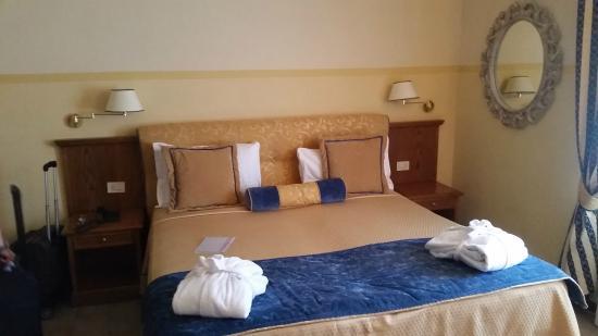 Salle de bains chambre standard - Foto di Hotel & Terme Bagni di ...