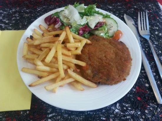 The Osprey Cafe : veg burger with chips and salad