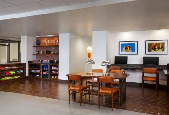 Four Points By Sheraton Phoenix South: Business Center