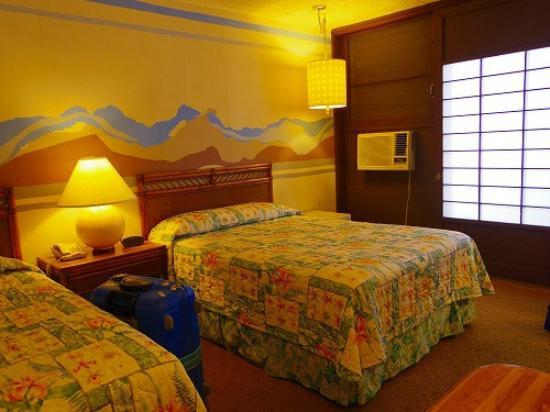 Breakers Hotel: ベッドはシングルとセミダブルでした。