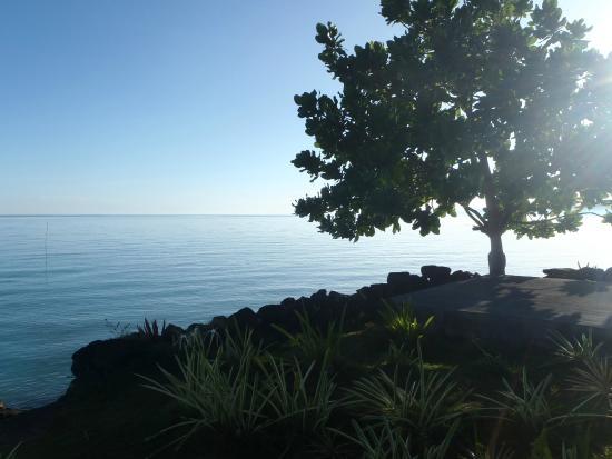 Manono Island, Samoa: Airport Lodge Samoa seaside garden