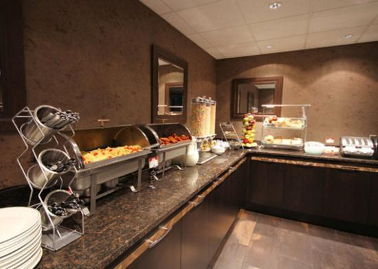 Quattro Hotel & Conf. Centre, an Ascend Hotel Collection Member: Breakfast
