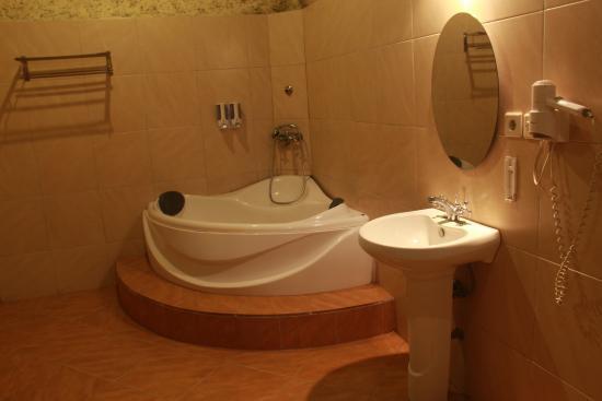 Villa Kubu Merta: bathtub