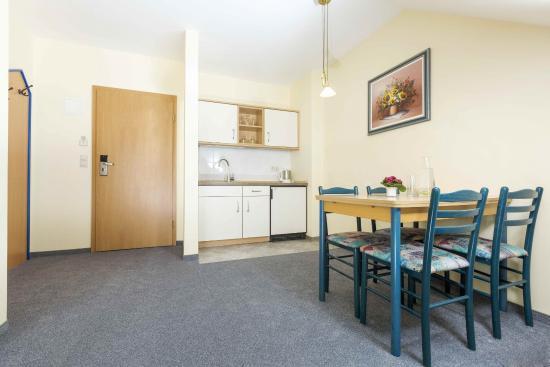 apartment küche / apartment kitchen - picture of hotel globotel ... - Apartment Küche