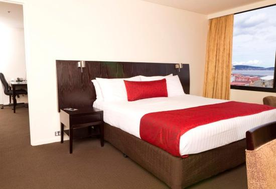 Grand Chancellor Hotel Hobart: Executive Suite Bed Room