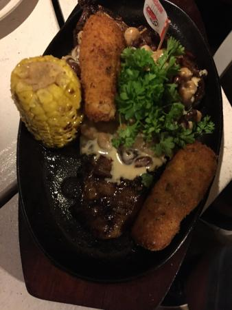 Alberto's Restaurant: Good sized meals