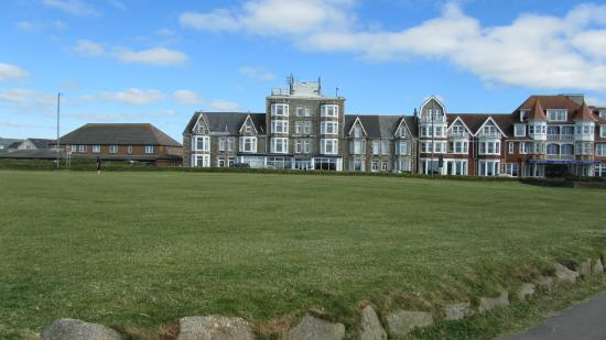 Narrowcliff Hotel from the Barrowfields