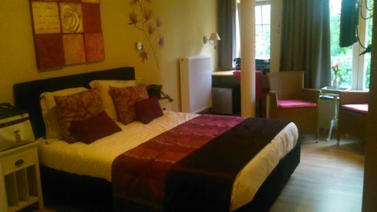 Villa Verde : Fushia Room