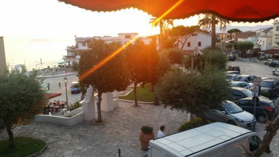 Hotel Marconi: dalla camera vista piazza-mare