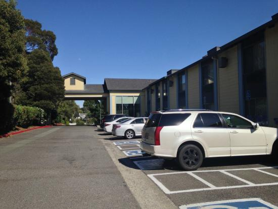 Best Western Plus Heritage Inn : Car park away from the main road