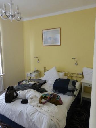 Manor Hotel: habitacion