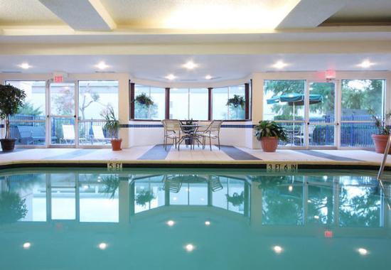 Fairfield Inn Dallas Market Center: Indoor Pool
