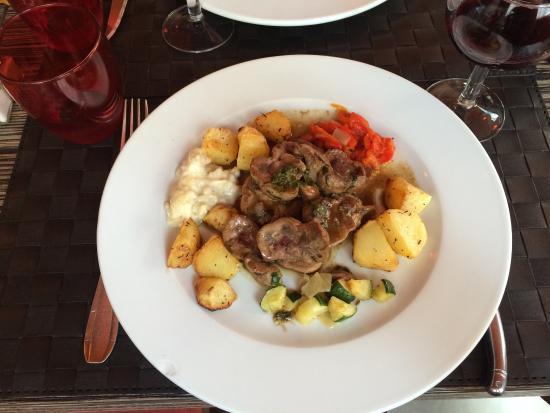 La Table a Deniz: Rognons avec petits légumes et pomme de terre, magret sucré salé miel semoule de couscous et lég