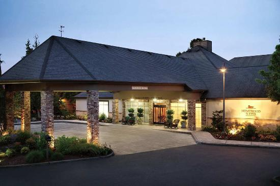 Homewood Suites by Hilton Vancouver-Portland: Exterior at Night