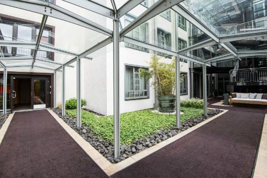 east Design Hotel Hamburg: east Atrium