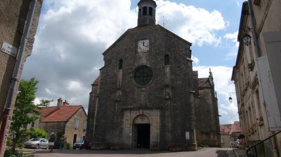 Flavigny-sur-Ozerain, ฝรั่งเศส: L'Église Saint-Genest