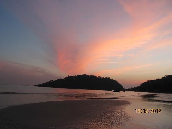 Dropadi Inn : Sunset at Palolem Beach
