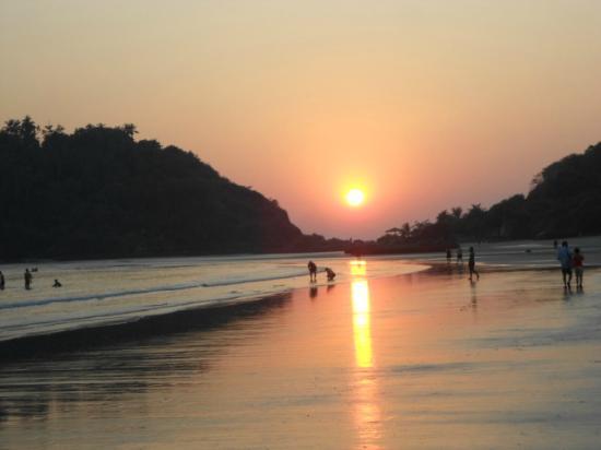 Dropadi Inn : Sunset view