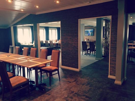 Saebo, Norwegia: Restauranten/baren er både intim og moderne.
