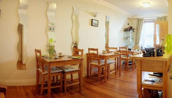 Elephant Guest House: Breakfast Room