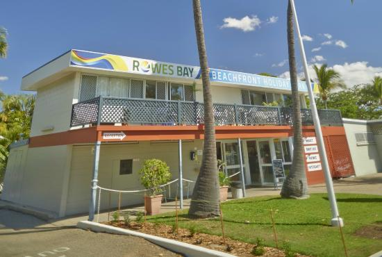 ‪Rowes Bay Beachfront Holiday Park‬
