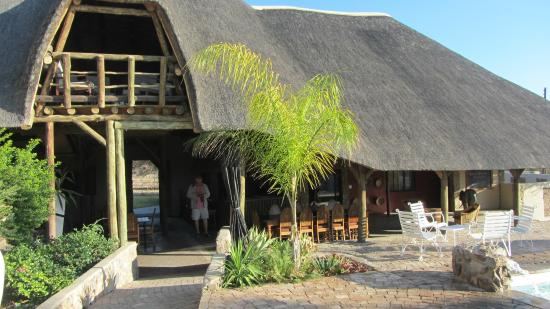 Etotongwe Lodge: Reception with loft above