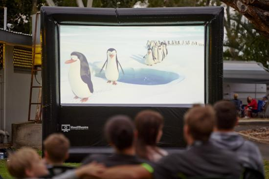 Rowes Bay Beachfront Holiday Park: Outdoor movies