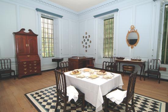 Governoru0027s Palace: The Dining Room