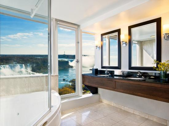 Sheraton on the Falls: Corner Suites feature fallsview bathrooms with an over-sized jacuzzi tub