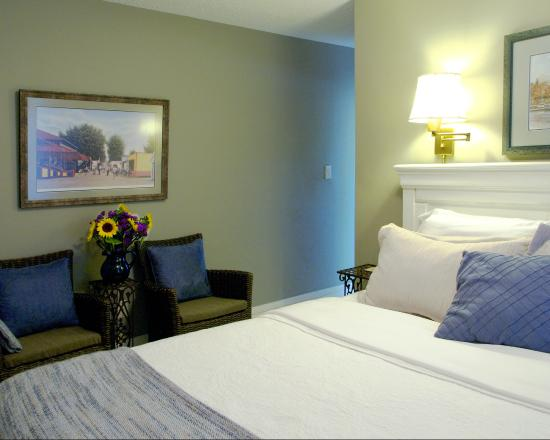 Simcoe Suites on the Henley: The Erskine - Queen.  for those traveling together, ask us about our 2nd suite - The Muir (doubl