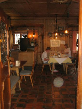 Gasthof Zum Goldenen Lowen: One of the breakfast rooms, in its original decoration from the 19th century