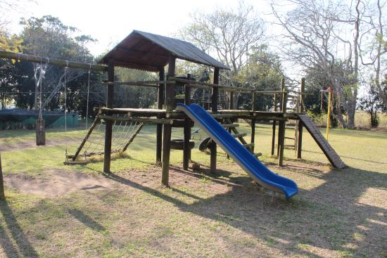 Oribi Gorge Hotel: Play area to keep the kids occupied, while parents sip on cocktails and watch