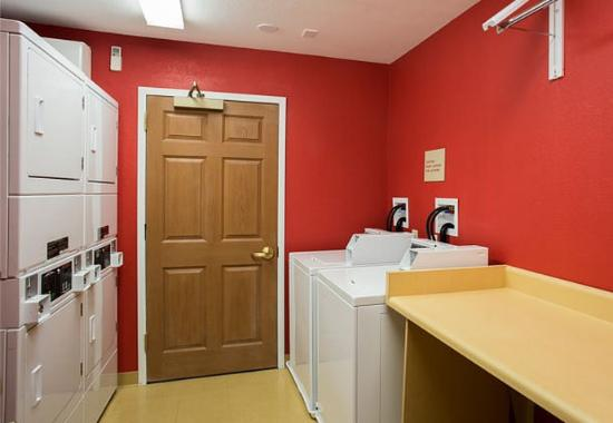 TownePlace Suites Greenville Haywood Mall: Guest Laundry