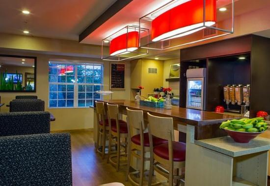 TownePlace Suites Greenville Haywood Mall: Breakfast Area